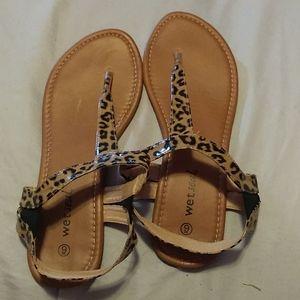 Super cute cheetah print slip on sandals size 9